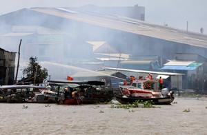 Cano WP 850 do Công ty CP Công Nghệ James Boat chế tạo tham gia chữa cháy Chợ nổi Cái Răng - Cần Thơ