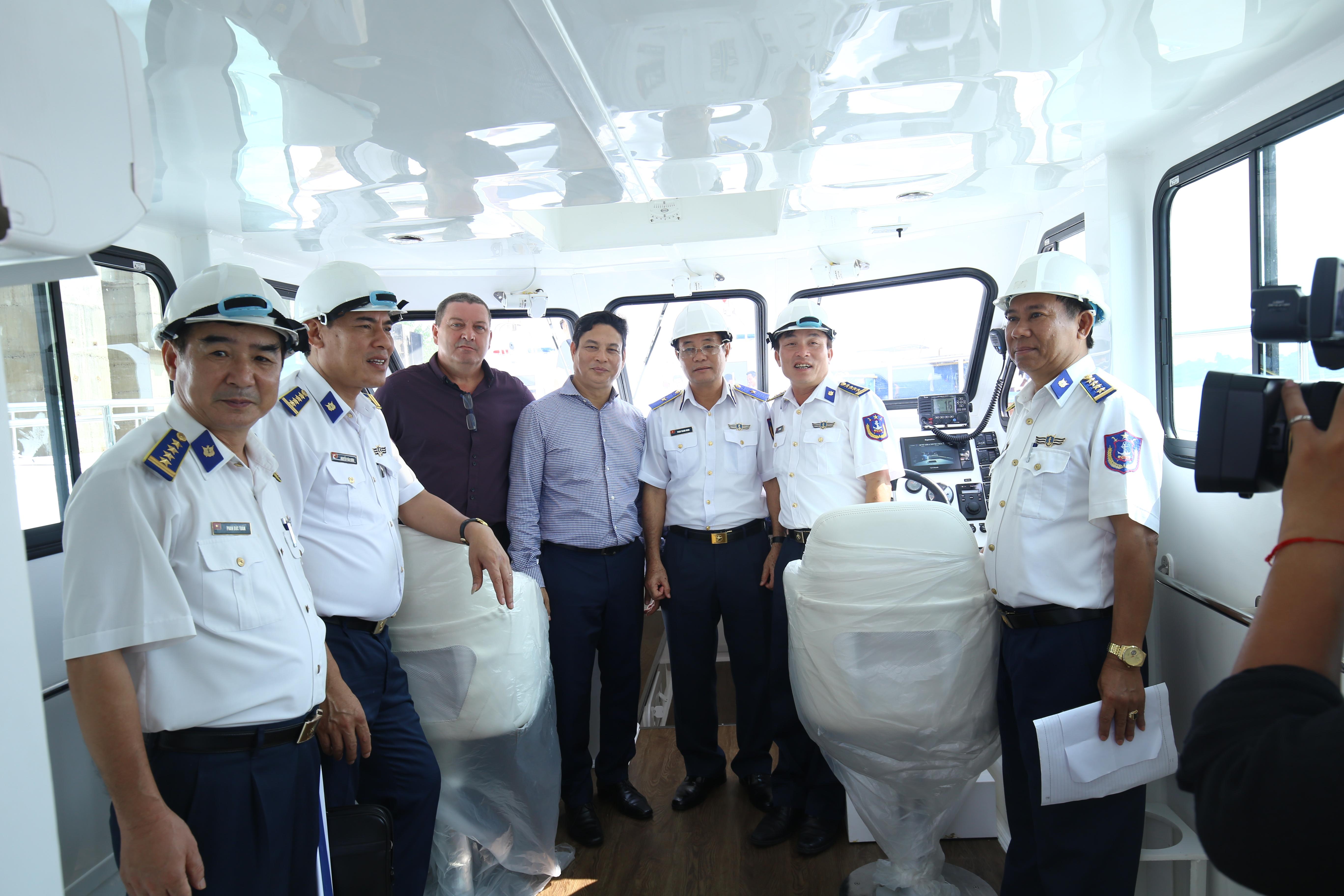 CTHĐQT Nguyễn Kim Sơn Chụp Hình cùng Thiếu tướng Phan Thanh Minh, Phó Tư lệnh Cảnh sát biển